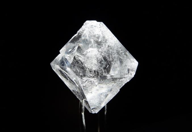 sulfato de aluminio y potasio en cristal