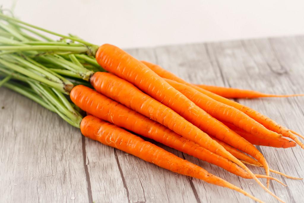 Deshidratacion De Zanahoria Daucus Carota El Hardware De La Cosmetica Casera Se obtiene de plantas que crecen de una semilla de patata en un huerto mediano o en un huerto grande. de zanahoria daucus carota